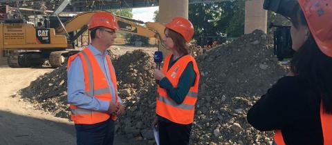Ute Wellstein und der hessische SPD-Vorsitzende und Spitzenkandidat Thorsten Schäfer-Gümbel auf der Baustelle der Schiersteiner Brücke