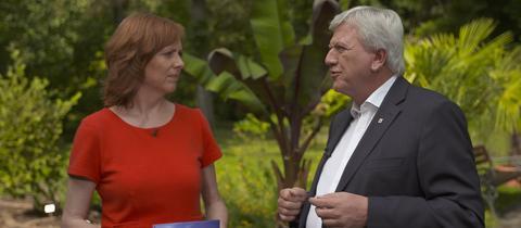 Ute Wellstein und der hessische Ministerpräsident Volker Bouffier im Botanischen Garten in Gießen