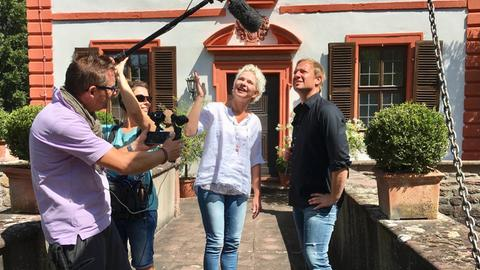 Tobias Kämmerer mit Ilka Haucke, Lukas Lowack und Simone Jung auf der Wasserburg.