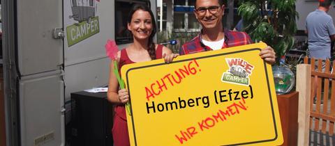 Die Moderatoren Julia Tzschätzsch und Daniel Mauke.