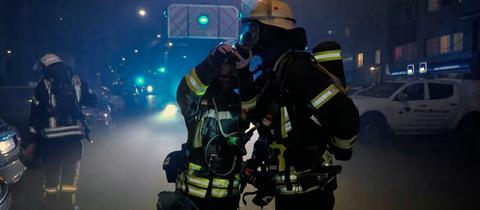 Brand in einem Mehrfamilienhaus: ein Einsatz für die Feuerwehr Wiesbaden