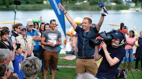 Moderator Jens Kölker auf der hessenschau-Sommertour