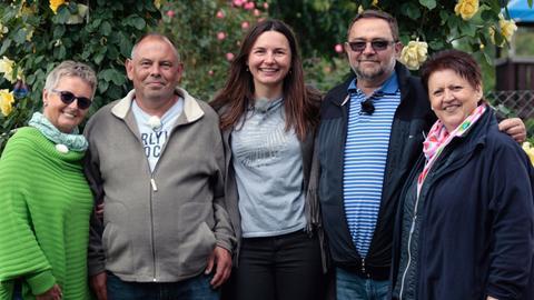 """Die Kandidaten des Wettbewerbs """"Hessens schönster Kleingarten 2019"""" (v.l.n.r.): Gabi Kallus, Peter Richter, Magdalena Griegal, Jaromir Kallus und Konny Rissmann."""