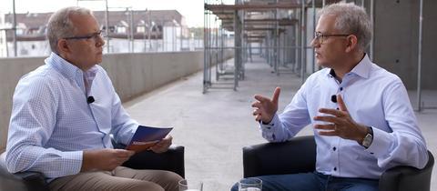 hr-Landtagskorrespondent Michael Immel im Sommerinterview mit Tarek Al-Wazir (Bündnis 90/Die Grünen)