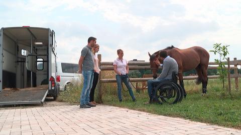 Pferdeflüsterer Timo mit Rennpferd Silly