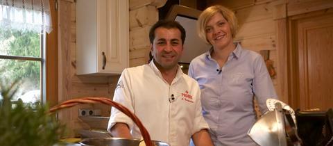 Die Agraringenieurin Katja Berbalk hat den Sternekoch Ali Güngörmüs, Profikoch aus München, in ihre rustikale Küche im Emstal im Taunus eingeladen