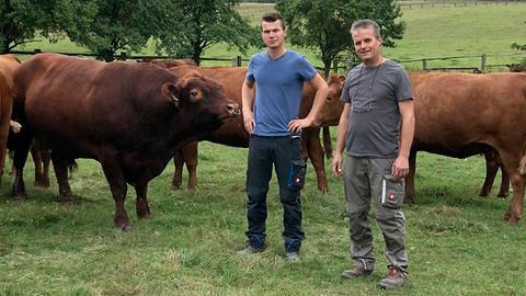 Heinrich Fritz-Emmerich und sein Sohn Andreas wollen Ihren Hof auf Bio umstellen.