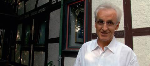 Augenarzt Helmut Schraml aus Ober-Ohmen im Vogelsberg engagiert sich für die Erhaltung seines Dorfes