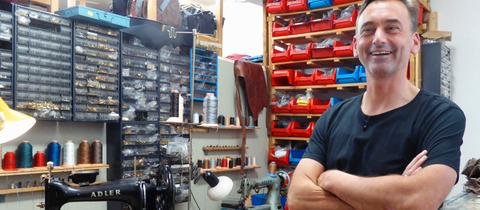 Der Lederhändler Ulf Berger in der Friedberger Kaiserstraße betreibt sein Traditionsgeschäft in vierter Generation