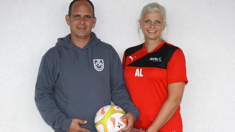 Beim TSV Odershausen bringen Anna-Lena Schestag und Marc Lukas über 40 Kindern ehrenamtlich das Fußballspielen bei