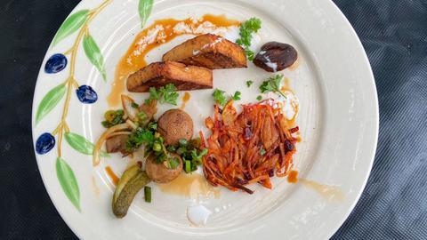 Das fertige Gericht von Spitzenkoch Klaus Breinig: Gegrillter Tofu mit Rösti und Gemüse.