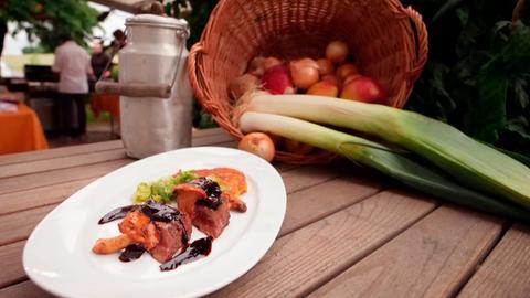 Die Interpretation von Spitzenkoch Ali Güngörmüs: Gegrillte Leber mit Ziebel-Balsamico-Chutney und Kartoffelrösti