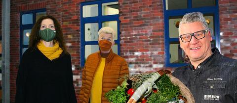 Koch Klaus Breinig mit Mitarbeitern des Kinderhauses Bornheim