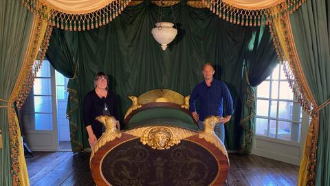 Tobi mit Annette Krämer in Schloss Weilburg.
