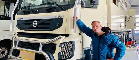 Friso Richter mit dem Luxus-Camper von Klaus Hünerkopf.
