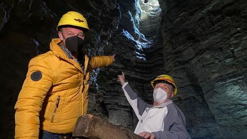 Tobi mit Höhlenführer Gordon Ulrich in Teufelshöhle.