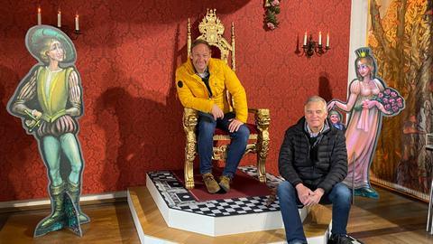 Tobi mit Schlossverwalter Martin Kohlhaas im Schloss Steinau.