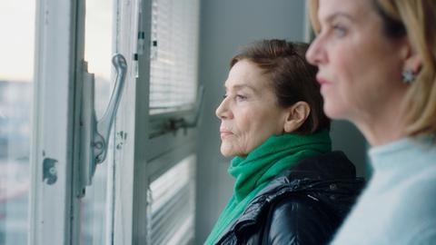 Anna Janneke (Margarita Broich) und Elsa Bronski (Hannelore Elsner, links)