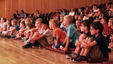 Kinder beim hr-Bigband-Familienkonzert