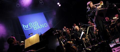 Die hr-Bigband mit Solist Christian Jaksjö