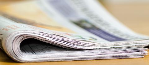 Gebündelte Zeitungen