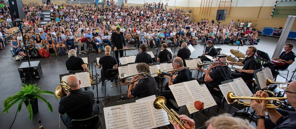 hr-Bigband auf Hessen-Schultour 2018 in der Kopernikusschule in Freigericht