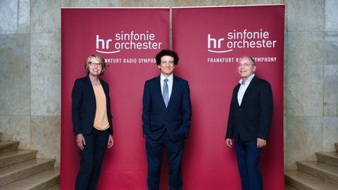 von links nach rechts: Gabriele Holzner, Alain Altinoglu und Michael Traub.