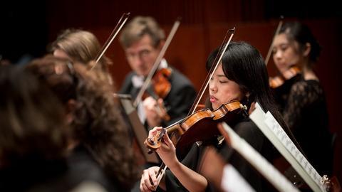 Sinfonieorchester Geigenspielerinnen