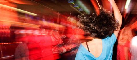 Tanzende Menschen beim hr1-Dancefloor
