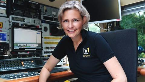 hr1-Moderatorin Marion Kuchenny im Ü-Wagen