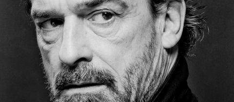 hr2-Kulturlunch: Der Schauspieler Thomas Sarbacher rezitiert im hr-Sendesaal Tango-Texte.