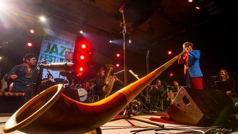 """49. Deutsches Jazzfestival Frank-furt: """"Allgäu meets India"""" - hr-Bigband featuring Matthias Schriefl"""