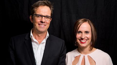 Moderator und Moderatorin Alf Mentzer und Catherine Mundt