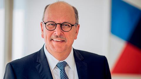 """Stefan Grüttner, Hessischer Familienminister, ist Schirmherr der Aktion """"hr3-Kürbiswette"""""""