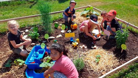 Kinder der Kita Regenbogen im Burgwald bauten einen Schneckenvergnügungspark
