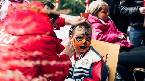 Kinderschminken im Opel-Zoo