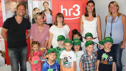 Kinder der Kita10 in Mörfelden-Walldorf performen im hr3-Studio den Kürbis-Rap