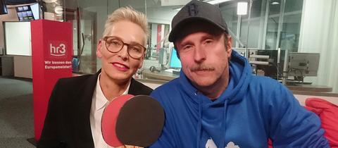 hr3-Moderatorin Bärbel Schäfer und Schauspieler Bjarne Mädel
