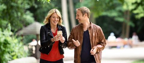 Die hr3-Morningshow-Moderatoren Tanja Rösner und Tobi Kämmerer.