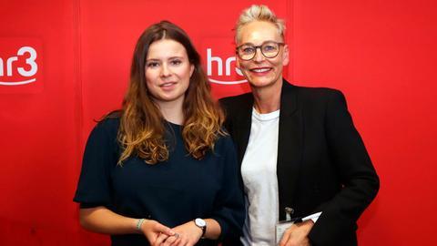 Klima-Aktivistin Luisa Neubauer und hr3-Moderatorinn Bärbel Schäfer