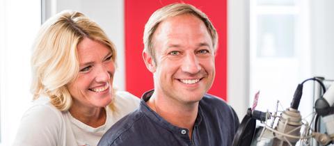 Die hr3-Morningshow-Moderatoren Tanja Rösner und Tobi Kämmerer