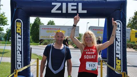 Gabi Killian aus Nauheim und Michael Breideband aus Trebur siegen beim 5-Kilometer-Zeitlauf beim hr4-Fitmachertag