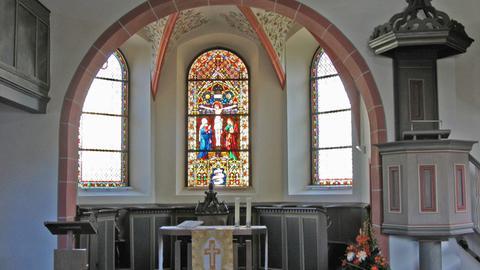 Der Chorraum der Evangelische Kirche in Alsbach.