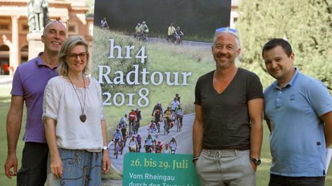 Stefan Hoffmann, Gudrun Kahlen, Timo Lichtner und Rajko Marjanovic vom hr4-Radtour-Team freuen sich mit der Tour am 27. Juli in Bad Homburg zu Gast zu sein (v.l.)
