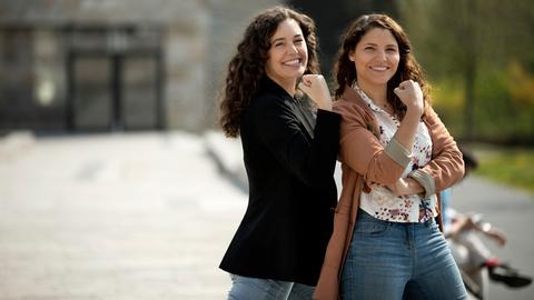 Politik, Sex und Social Media: Zehn Folgen umfasst die erste Pilot-Staffel von Pola Sarah Nathusius (li.) und Dunja Sadaqi.