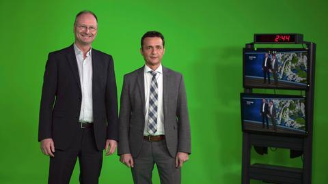 Sven Plöger und Donald Bäcker im neuen ARD-Wetterstudio in Frankfurt