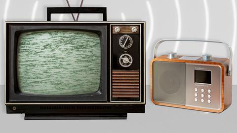 Ein Fernseh- und ein  Radiogerät ohne Empfang