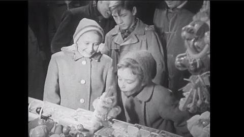 """Abendschau"""" vom 5. Dezember 1957: Der Weihnachtsmarkt am Frankfurter Römer"""