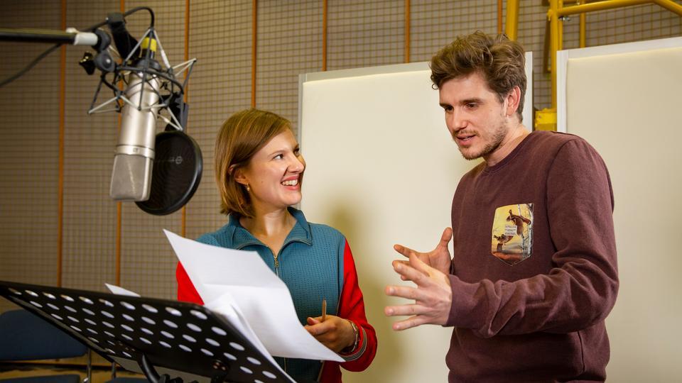 Anna Drexler und Max Bretschneider sprechen die Hauptrollen des Hörspiels Northanger Abbey.
