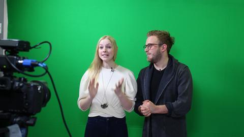 """""""Bubbles""""-Moderatoren Hannah Molitor und Falk Schug bei der Aufzeichnung einer Folge"""